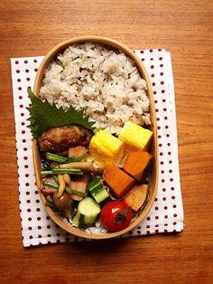 ご飯 玉子焼き 豆腐ハンバーグ ほうれん草ベーコンしめじのソテー 南瓜の煮物 胡瓜 トマト
