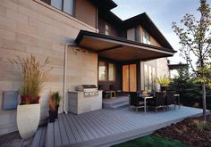 Outdoor deck, Grounded Wing