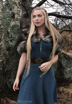 Photos by: Stefan Roke (aka my partner in crime in Voluspá) ~ The fur : is vintage (and probably older than my earthly body) ~ I  found the dress on sale at a store which I cannot remember the name...https://thevikingqueen.wordpress.com/2015/02/28/modern-day-viking-outfit/