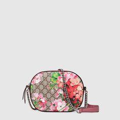 Gucci Mini sac Blooms GG Suprême avec chaîne
