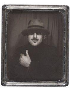 Dessertpin - ❏ ansel adams, self-portrait, photobooth, 1936 ❏ Alexander Calder, Helen Frankenthaler, Ansel Adams Photography, Portrait Photography, Vintage Photo Booths, Vintage Photos, Jackson Pollock, Andy Warhol, Pablo Picasso