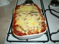 I haven't made a good baked bean lasagne in a while! Slimming World Dinners, My Slimming World, Slimming World Recipes, Slimming World Lasagne, Slimming Eats, Baked Bean Lasagne, Syn Free Food, Vegetarian Recipes, Cooking Recipes