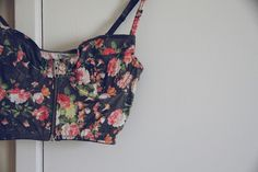 DIY Cropped Bustier with FREE Sewing Tutorial (In Portuguese, but pictures are straightforward)