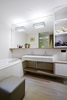 Mirror with shelf Bad Inspiration, Bathroom Inspiration, Mirror With Shelf, Alcove, Bathroom Lighting, Bathtub, Shelves, Furniture, Home Decor