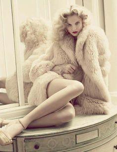 model Magdalena Frackowiak shot by David Roemer in Vogue Mexico December 2011 Fur Fashion, Love Fashion, Fashion Models, High Fashion, Winter Fashion, Luxury Fashion, Womens Fashion, Magdalena Frackowiak, Lauren Hutton