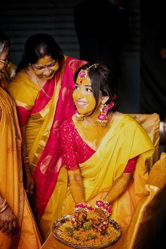 Red Saree Wedding, Bengali Wedding, Bengali Bride, Desi Bride, Bridal Sarees, Bengali Bridal Makeup, Indian Bridal Fashion, Indian Wedding Outfits, Bridal Outfits