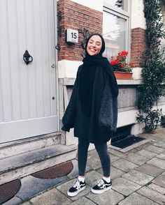 muslim fashion 12 Hijabs not to be missed this Winter Hidden Pearls Modern Hijab Fashion, Street Hijab Fashion, Hijab Fashion Inspiration, Muslim Fashion, Mode Inspiration, Modest Fashion, Fashion Outfits, Fashion Fashion, Fashion Tips