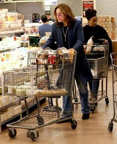 Nothing to see here, just the Prince of Darkness doing some light grocery shopping Rock And Roll Bands, Rock N Roll Music, Rock Bands, Ozzy Osbourne Quotes, Ozzy And Sharon, Prince Of Darkness, Zakk Wylde, Heavy Metal Rock, Judas Priest
