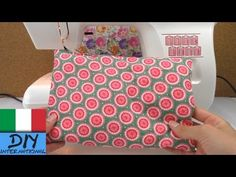 Spiegazione come cucire un cuscino | cucire con la macchina da cucito | Spiegazione per principianti - YouTube Smartphone Covers, Kitchen Towels, Hacks, Youtube, Make It Yourself, Tutorial, Sewing, Crochet, Diy