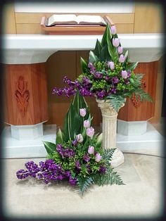 Tips On Sending The Perfect Arrangement Of Flowers – Ideas For Great Gardens Alter Flowers, Home Flowers, Church Flowers, Funeral Flowers, Purple Flowers, Flowers Garden, Large Flower Arrangements, Funeral Flower Arrangements, Memorial Flowers