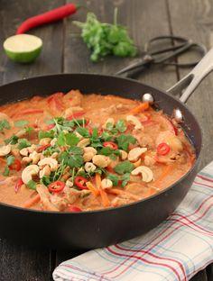 Kylling korma Recipe Boards, Garam Masala, Lchf, Chicken Recipes, Chicken Meals, Thai Red Curry, Nom Nom, Bacon, Food And Drink