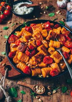 25 Super Healthy Vegan Dinner Recipes for Weeknights Making Vegan Sweet Potato Gnocchi is easier than you might think. Need more recipes? Find 25 Super Healthy Vegan Dinner Recipes for Weeknights. Vegan Dinner Recipes, Vegan Dinners, Vegetarian Recipes, Healthy Recipes, Easy Fingerfood Recipes, Free Recipes, Healthy Meals, Potato Recipes, Veggie Recipes