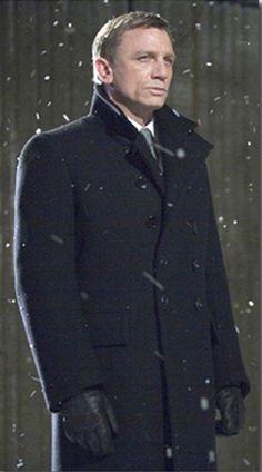 Daniel Craig as James Bond (Tom Ford Jacket) Marc Forster, Tom Ford Jacket, Black Overcoat, Wool Overcoat, James Bond Style, Daniel Craig James Bond, Look Formal, Tom Ford Men, Rachel Weisz