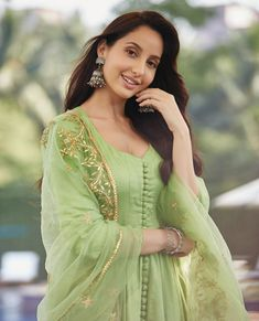 Nora Fatehi has been missing on her outdoor activities, has been staying home and keeping herself busy by learning dance and more. Take a look Fashion Hub, London Fashion, 90s Fashion, Indian Fashion, Fashion Tips, Fashion Vintage, Petite Fashion, Fashion Dresses, Bollywood Fashion