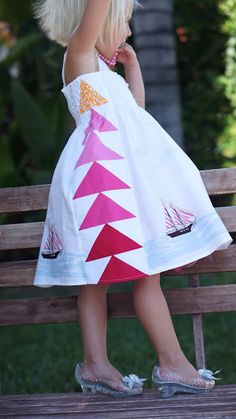 Flying Geese #summer dress #sewing tutorial for a little girl. Excellent #tutorial packed with photos for your own patchwork creation!  #patchwork #flyinggeese
