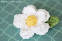 Easy Daisy Crochet Pattern {Free Crochet Flower Pattern} - Daisy Cottage Designs