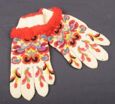 Hallingdal Museum, broderte vanter fra Hallingdal - Norway Folk Costume, Costumes, Gloves Fashion, Hardanger Embroidery, Knit Mittens, Fingerless Gloves, Needlepoint, Norway, Hand Sewing