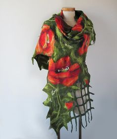 This nuno felted scarf was made of soft merino wool through a Nuno felting process.. This felted scarf is thin and you can tie it in different ways. #poppy #flower #felting #wetfelting #felt #scarf
