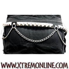 Cinturón de cuero con tachuelas y cadena. 1 Fila Pirámides. Echa un vistazo a nuestros complementos: pulseras, collares y cinturones con tachuelas.