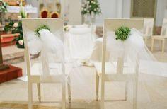 Sillas Adornadas a Mano para el Día de la Boda - Para Más Información Ingresa en: http://centrosdemesaparaboda.com/sillas-adornadas-a-mano-para-el-dia-de-la-boda/