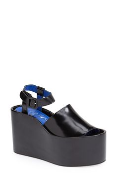 Loving these over the top chunky platform sandals!