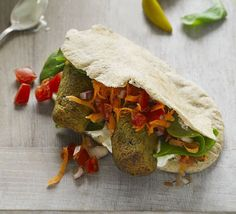 Pack pitta breads with spiced chickpea patties and serve with a carrot and tomato salad for a low-fat, low-calorie vegetarian weeknight dinner. Vegetarian Recepies, Vegetarian Curry, Veggie Recipes, Fish Recipes, Healthy Recipes, Veggie Meals, Healthy Foods, Yummy Recipes, Kitchens