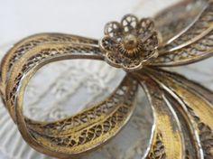 Vintage Brass FILIGREE Pin por beautifulliving en Etsy, $14.95