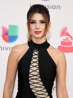 Maquiagem da Paula Fernandes no Grammy Latino 2016   http://modaefeminices.com.br/2016/11/18/vestido-preto-da-paula-fernandes-no-grammy-latino-2016/
