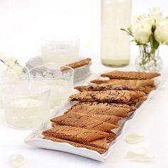 Kolasnittar med tre olika smaker: lakrits, choklad och kanel.