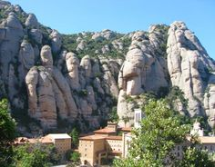 Discovering Montserrat and the Guell Colonie. Hotel Duquesa de Cardona helps you to reserve this tour