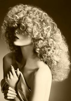 What a beautiful head of curly hair! Bride Hairstyles, Hairstyles Haircuts, Vintage Hairstyles, Blonde Curly Hair, Big Curls, Perm, Big Hair, Bangs, Hair Cuts