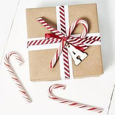 , 21 Christmas Gift Wrapping Ideas That Make Anyone Look Like a Decorating Profess. , 21 Christmas Gift Wrapping Ideas That Make Anyone Look Like a Decorating Professional Christmas Gift Wrapping, Best Christmas Gifts, Christmas Candy, Christmas Presents, Craft Gifts, Holiday Gifts, Christmas Holidays, Christmas Crafts, Christmas Decorations