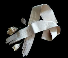 Ivory Edwardian opera gloves. Kid leather, Paris 1900s. - unused - long gloves - leather gloves - evening gloves - suede - la belle epoque - de HankiesHandkisses en Etsy