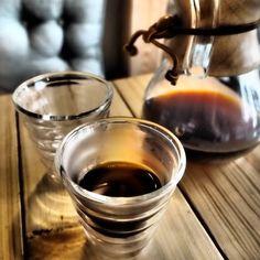 Alternatywne metody... walki z poniedziałkiem czy parzenia kawy? Nie ma potrzeby wybierać. Zapraszamy! #wfilizancecafe #coffee #coffeetime #chemex #hario #alternative #morning #monday #instafood #comeandchillwithus #kolobrzeg http://ift.tt/20b7VYo