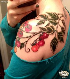 Tomato Vine - Ashley Dorr - Hidden Hand Tattoo maybe I need a garden plant tattoo! Side Hand Tattoos, Vine Tattoos, Flower Tattoos, Sleeve Tattoos, Vegan Tattoo, Unique Tattoos, Beautiful Tattoos, Tomato Tattoo, Seattle Tattoo Shops