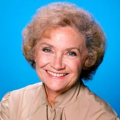 Estelle Getty July 1923 - July I will always remember her as Sophia. I used to want to have a relationship with my mother like her character and daughter had. Sophia Golden Girls, Estelle Getty, Famous Women, Famous People, Color Television, Female Hero, Thanks For The Memories, People Of Interest, Great Tv Shows