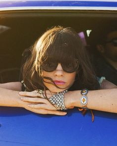 ,Girl in Car Hippie Love, Hippie Style, My Style, Indie Fashion, Love Fashion, Fashion Tips, Fashion Design, Heavy Bangs, Teen Photography