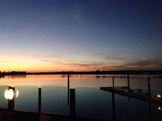 Weer een geweldige #zonsondergang @gcrutgers #Rhederlaag. Lathum (gemeente #Zevenaar). Woensdag 30 oktober 2013. via twitter @gcrutgers.