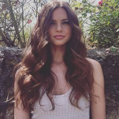 Step-by-step instructions to creating sexy beach waves for the perfect boho-chic bridal look.