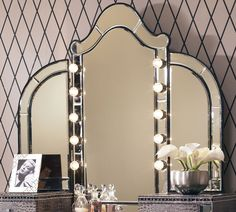 Tri-fold mirror with lights