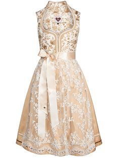 Brautdirndl mit Stehkragen von AlpenHerz Modell Viktoria