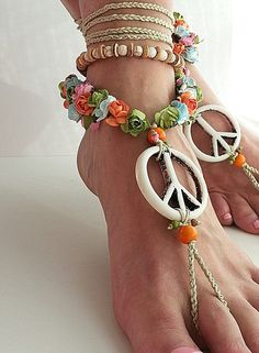 Wedding barefoot sandals Hippie sandals Peace Boho anklet Flowers Beige White Hawaii jewelry Crochet sandals