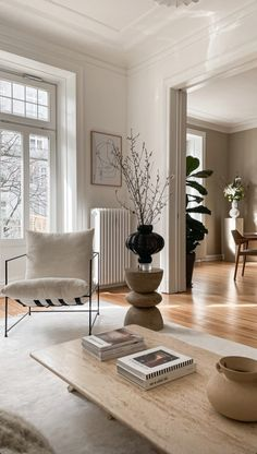 Interior Styling, Interior Design, Oversized Mirror, Room Decor, Dining Rooms, House, Furniture, Decoration, Style