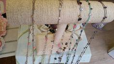 Collane lunghe realizzate ad uncinetto e perline