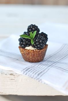 squaremeal:    (via Y U M / mini blackberry tart)