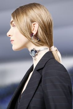 See detail photos for Christian Dior Spring 2016 Ready-to-Wear collection.