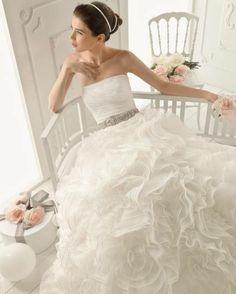 Vestidos de novia con cinturón joya [Fotos]