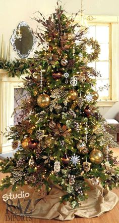 White Christmas Tree with Gold ornaments Holiday Decorating Style 2017 Raz Christmas Trees Silver Christmas Decorations, Gold Christmas Tree, Beautiful Christmas Trees, Magical Christmas, Christmas Tree Themes, Gold Ornaments, Christmas Photos, Christmas Swags, Xmas Trees