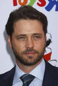 Jason Priestley with a gorgeous Windsor Knot