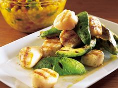 Grilled scallops and avocado